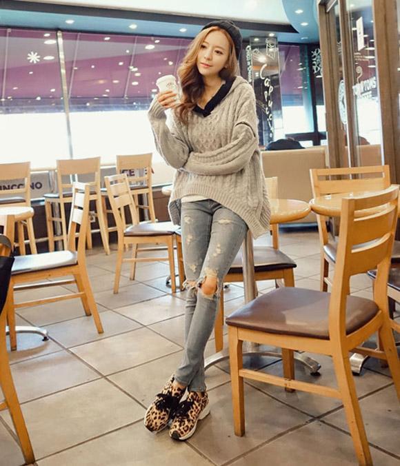 Guu thời trang phong cách bụi phủi với quần jeans rách