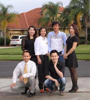 Hoài Linh lần đầu khoe ảnh 6 anh chị em trong gia đình