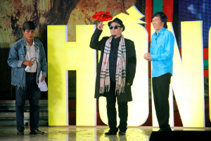 Hoài Linh làm trợ lý 'láu cá' trong liveshow Hồng Tơ